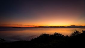 Sonnenuntergang vor dem RÃo De La Plata in der Stadt von Colonia-del Sacramento Uruguay lizenzfreie stockfotografie