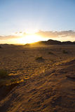Sonnenuntergang an Wadi Rum-Wüste stockfotos