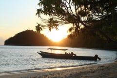 Sonnenuntergang in Wayag lizenzfreie stockfotografie