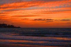 Sonnenuntergang am Weg-Strand, Dubai UAE lizenzfreie stockfotografie