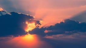 Sonnenuntergang in Wolken Stockbilder