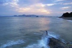 Sonnenuntergang Xiamen-Hochschul-Baichengs (weiße Stadt) stockfotos