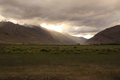 Sonnenuntergang in Zanskar-Tal lizenzfreies stockbild