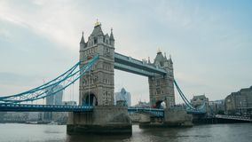 Sonnenuntergang zum Nacht-timelapse der historischen und schönen Turm-Brücke stock video