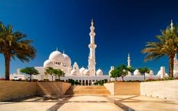 Sonnenuntergangansicht an der Moschee, Abu Dhabi, Vereinigte Arabische Emirate Stockfoto