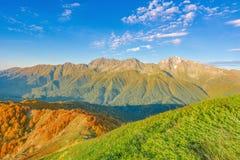 Sonnenuntergangansicht des Bergs Chugush Stockfotos
