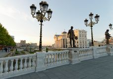 Sonnenuntergangansicht des mazedonischen archäologischen Museums in Skopje Lizenzfreie Stockfotografie