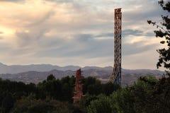 Sonnenuntergangansicht einer Achterbahn und der Hügel in Kalifornien Stockbild