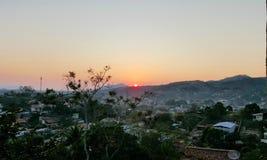 Sonnenuntergangansicht vom Hügel stockfotos
