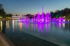 Sonnenuntergangansicht von Gesang-Brunnen in der Stadt von Plowdiw, Bulgarien Lizenzfreie Stockfotos