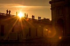 Sonnenuntergangansicht von St- Peter` s Basilika in Vatikan Stockbild