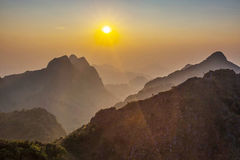 Sonnenuntergangberge Doi Luang Chiang Dao Stockfotografie