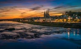 Sonnenuntergangbild von Blois und von Loire, Frankreich Stockfotografie