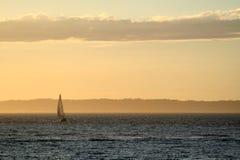 Sonnenuntergangboot Lizenzfreie Stockfotografie