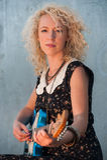Sonnenuntergange-gitarren-Mädchen Stockfotos