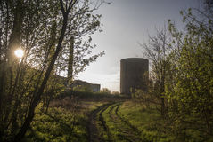 Sonnenuntergangfabrik lizenzfreies stockbild