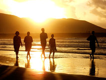 Sonnenuntergangfamilie Stockfoto