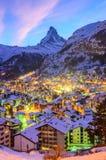 Sonnenuntergangfarben in Zermatt lizenzfreie stockfotografie