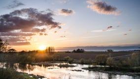 Sonnenuntergangfließen Stockfotos
