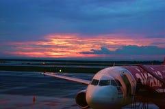Sonnenuntergangflugzeuge stockfotografie