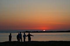 Sonnenunterganggespräch stockbild