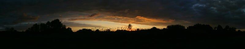 Sonnenunterganghimmel an der Sommersaison Lizenzfreie Stockfotografie
