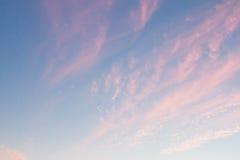 Sonnenunterganghimmel im Hintergrund des nächtlichen Himmels Lizenzfreie Stockfotografie