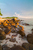 Sonnenunterganghimmel an Pattaya-Strand in Koh Lipe Island Stockfotografie
