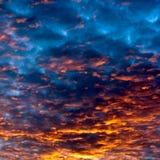 Sonnenunterganghimmel Wolken Stockfotos