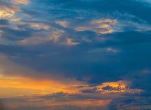 Sonnenunterganghimmelhintergrund lizenzfreie stockfotografie