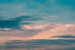 Sonnenunterganghimmelhintergrund lizenzfreie stockbilder