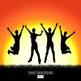 Sonnenunterganghintergrund mit Schwarzschattenbild mit vier glücklichem springendem Frauen stock abbildung