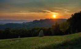 Sonnenunterganglandschaft in der Landschaft Lizenzfreie Stockbilder