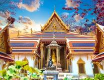 Sonnenunterganglandschaft königlichen Palastes Thailands Stockfoto