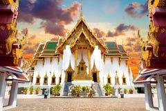 Sonnenunterganglandschaft königlichen Palastes Thailands Stockbild
