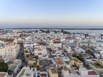 Sonnenuntergangluftstadtbild in Olhao, Algarve-Fischerdorfansicht der alten Nachbarschaft von Barreta Stockfotos