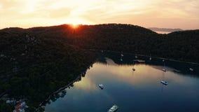 Sonnenuntergangpanorama am Dorf Polace auf Insel Mljet, stock video footage
