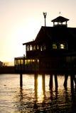 Sonnenuntergangpier lizenzfreie stockbilder