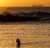 Sonnenuntergangschnorcheln lizenzfreies stockfoto