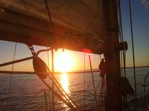 Sonnenuntergangsegeln Stockfotos