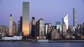 Sonnenuntergangskylinepanoramablick New York City Midtown Manhattan über dem Hudson lizenzfreie stockfotos