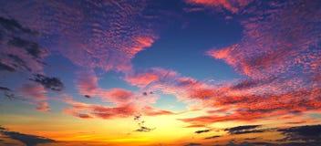 Sonnenuntergangsonnenaufgang mit Wolken, hellen Strahlen und anderem atmosphärischem Effekt, selektiver Weißabgleich Lizenzfreies Stockfoto