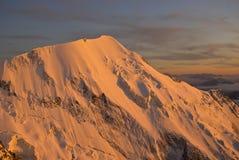 Sonnenuntergangspitze in den Alpen Stockfotografie