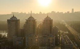 Sonnenuntergangstadtpanorama Kiew Lizenzfreie Stockbilder
