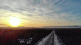 Sonnenuntergangstraße zum Norden stock footage