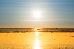 Sonnenuntergangstrand auf Myanmar Stockbild
