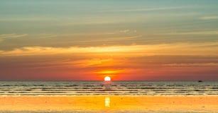 Sonnenuntergangstrand in Myanma Lizenzfreies Stockbild
