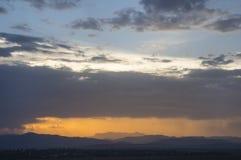 Sonnenuntergangwolken und -himmel Lizenzfreies Stockfoto