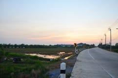 Sonnenuntergangzeit an der Landschaft in Nonthaburi Thailand Lizenzfreies Stockbild