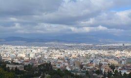 Sonnige Ansicht nach Athen von oben stockfotos